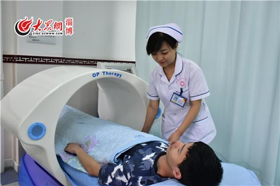 细心为患者提供护理服务.JPG