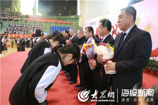 不负学校举办芳华万杰朝阳故事励志2019届成高中生致敬青春图片