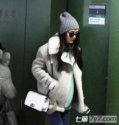 杨幂刘恺威同居 日现机场被拍怀孕大肚照_文娱