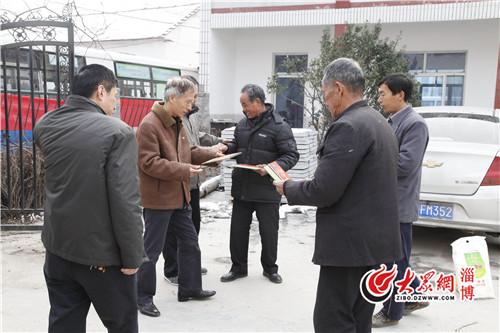 干部,到太河镇峨庄、方山、后沟三村走访慰问结对帮扶的54户贫困家