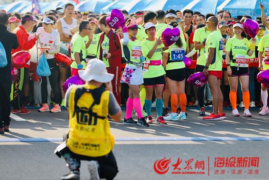 最美金秋再次相约淄博文昌湖 近万名马拉松爱好者激情奔跑