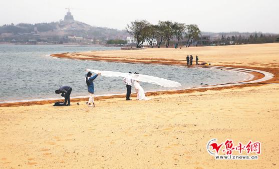 """文昌湖滨湖沙滩、孝妇河湿地公园沙滩铺设完成 家门口享受""""海""""的感觉"""